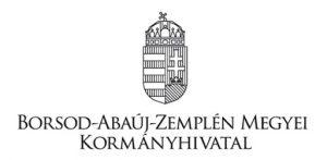 Tisztelt Ügyfelünk!  A védelmi intézkedések lépcsőzetes feloldásának hatodik fokozatára tekintettel a veszélyhelyzet idején alkalmazandó védelmi intézkedéseket szabályozó kormányrendeletek módosításáról szóló 365/2021. (VI.30.) Korm. rendelettel összefüggésben tájékoztatjuk, hogy a Borsod-Abaúj-Zemplén Megyei Kormányhivatal Miskolci Járási Hivatalának ügysegédi ügyfélfogadása   2021. július 07. (szerda) napjától  a korábban megszokott ügyfélfogadási rendben minden településen újraindul.   Továbbá tájékoztatom, hogy a veszélyhelyzet ideje alatt bevezetett korlátozó intézkedések – úgy, mint az ügyintézők és az ügyfelek kötelező maszkhasználata, az ügyféltérben jelenlévők számának korlátozása, illetve a sorszámosztó berendezés ügyintéző/biztonsági őr általi kezelése – 2021. július 05. (hétfő) napjával a kormányablakok, a kormányhivatali ügyfélszolgálatok, valamint az okmányirodák tekintetében megszüntetésre kerülnek.   Köszönjük az együttműködést!    Miskolci Járási Hivatal
